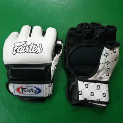 Fairtex MMA gloves for control in the clinch (black and white)